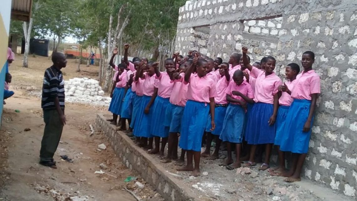 Students of Kundeni Primary School with Magic Oxygen's first classroom