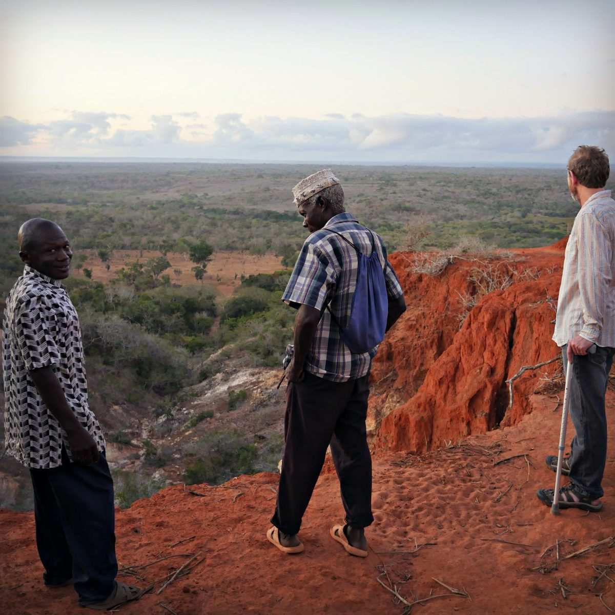 Simon and BGU members on the edge of the Nyari