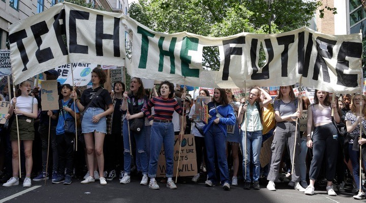 Image of crowd of youth strikers for climate from Teach the Future