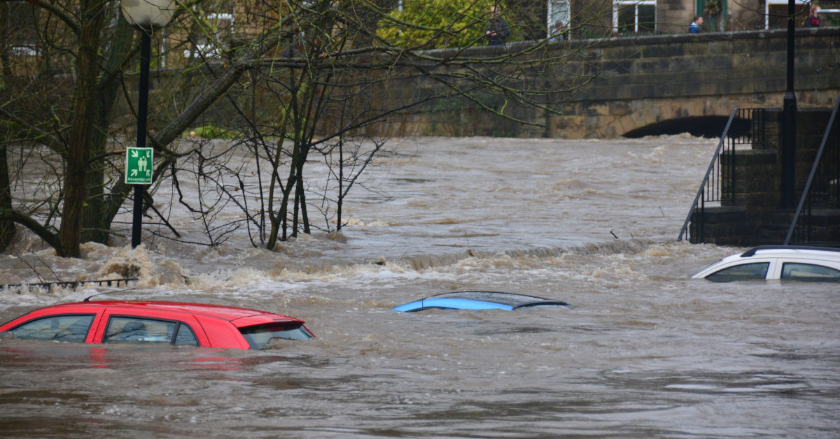 Cars underwater in floods - The Brown Cow, Bingley, Bradford UK. Boxing Day 2015
