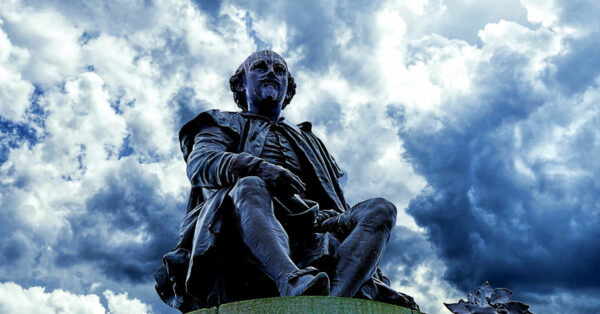 Statue of William Shakespeare by Martin Ludlam on Pixabay